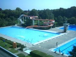 Schwimmbad (Langforter Straße 70)